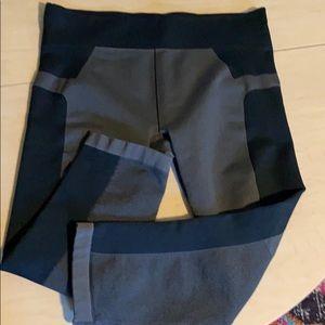 Under armor gray/black color block Capri leggings